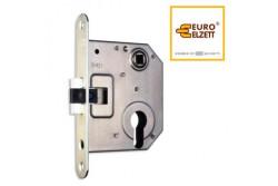 ZÁR EU-ELZ. 1392 IKVA STRONG LŐVÉR CILIS  BSK00001001  1392 cilinderes zár, általános felhasználásra kifejlesztett kifejezetten kedvező árú lővér zár, melynek nem tartozéka a záródarab, így főként cseréhez ajánljuk. Az ajtó nyitásirányának tekintetében a zár univerzálisan felhasználható.